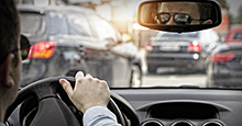 Driving glasses reduce glare for improved visibility